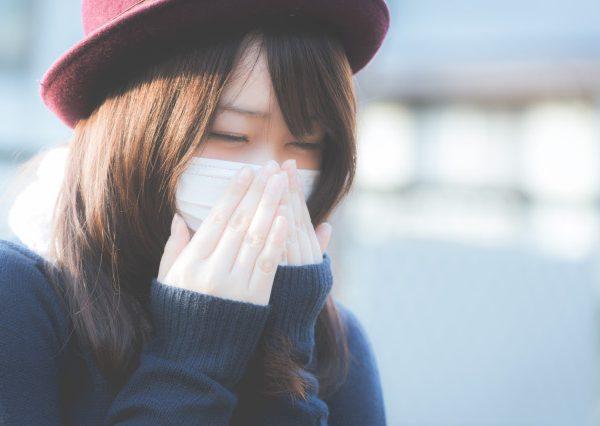 woman wearing mask covid-19
